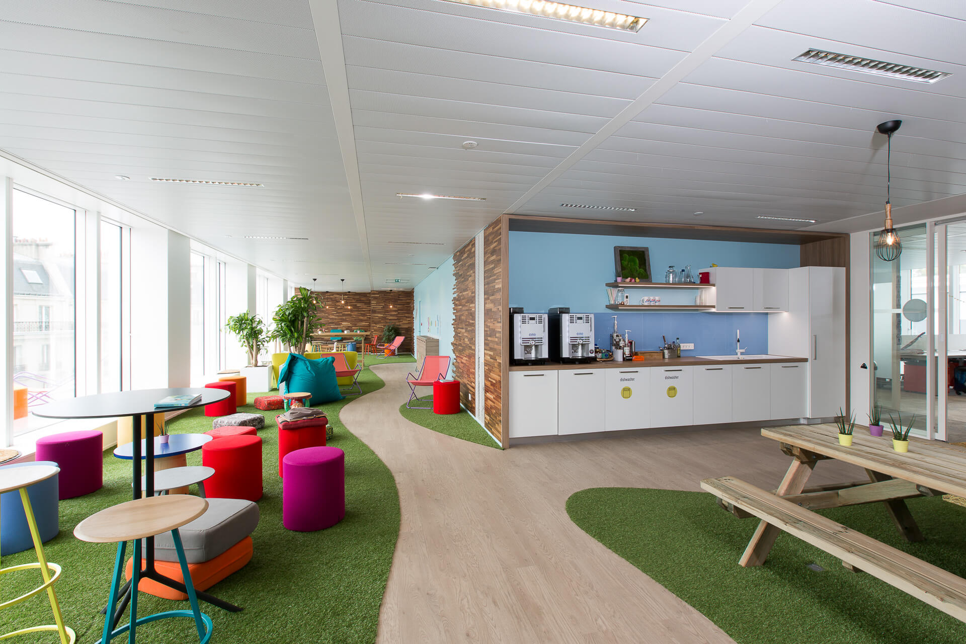 User friendly offices thanks to space planning t tris france - Bureau veritas france head office ...