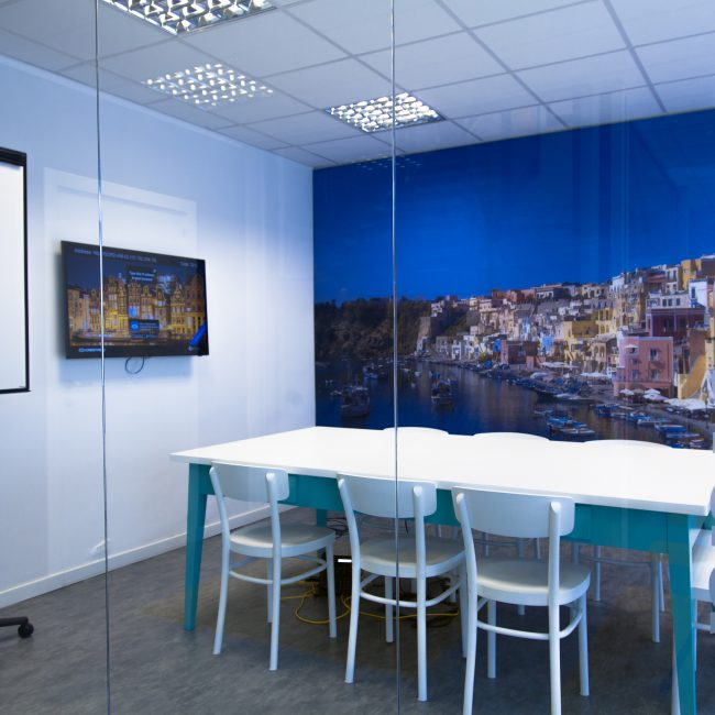 A fresh, eye-catching office layout - BOOKING.COM - Italy