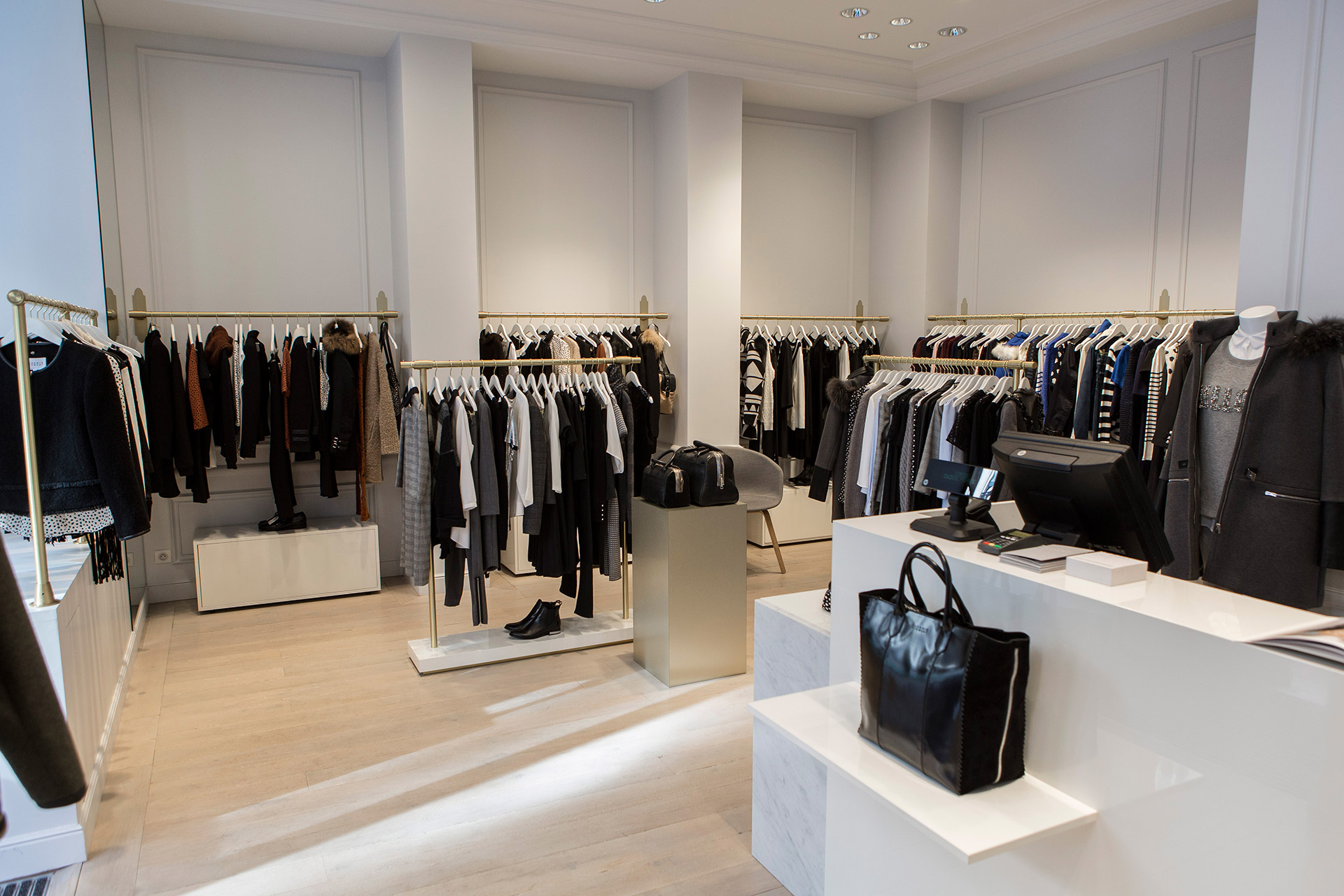 Delivery of a clothing retail outlet - Tetris-db