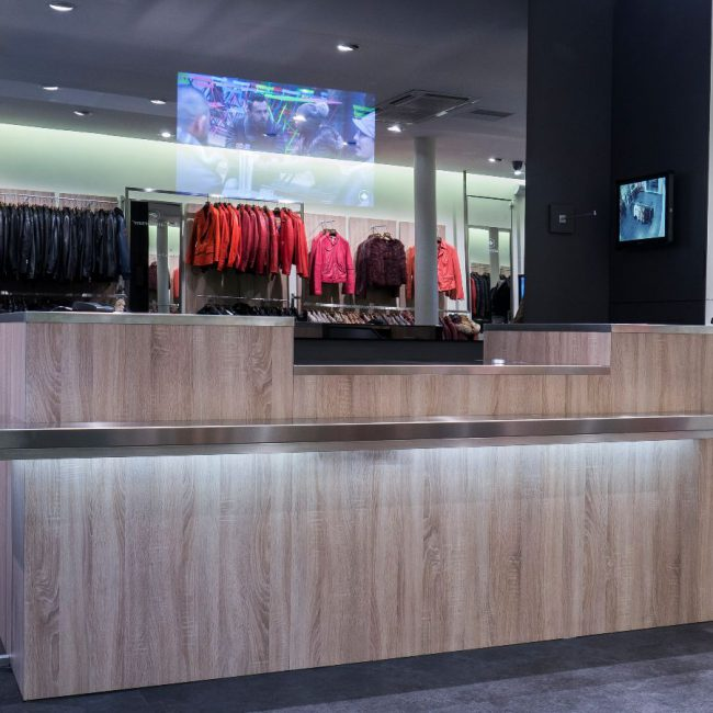 Design and delivery of a store in record time - LA CANADIENNE - France