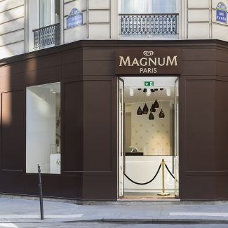Delivery of a pop-up store in Paris - Magnum - France