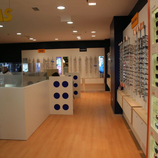 Turn-key refurbishment project of brand stores and offices - MULTIOPTICAS - Portugal