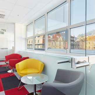 Office Design all along one axis - Ortho Clinical Diagnostics - Czech Republic