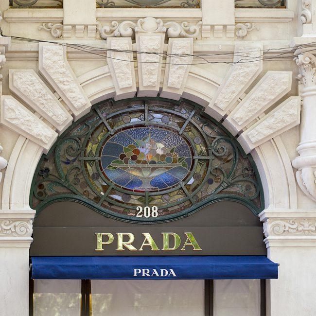 Construction works for a luxury street store  - Prada - Portugal