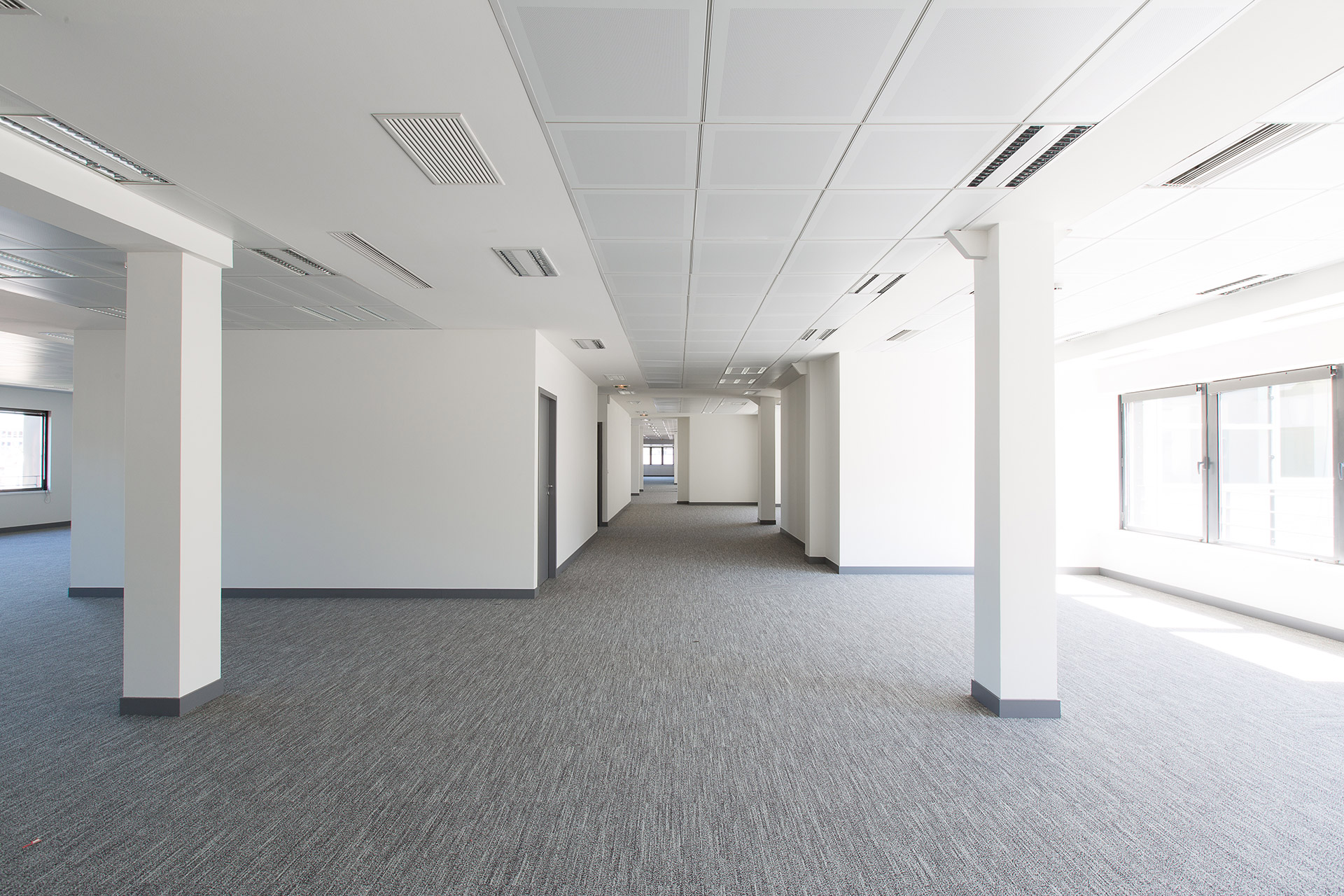 large office space. Design And Delivery Of A Very Large Office Space - RREEF France E