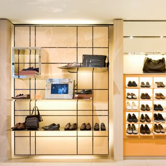 Works for a fashion and luxury accessories store    - Tod's - Portugal